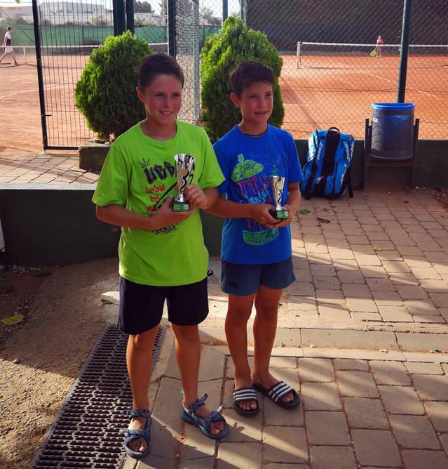 Adrià Franco, campió davant el seu company Jordi González a l'obert juvenil d'estiu de Torredembarra