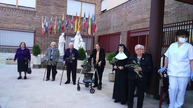 Aitona dedica avui un minut d'aplaudiments al personal, germanes, padrins i padrines de la residència Santa Teresa Jornet
