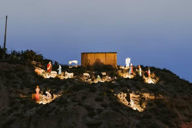 Aitona llueix la tradicional i també solidària il·luminació de Nadal