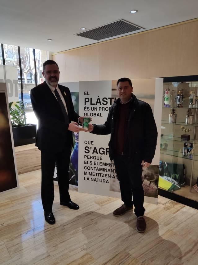 Alcarràs referma el seu compromís amb la sostenibilitat i elimina els plàstics d'un sol ús als equipaments municipals