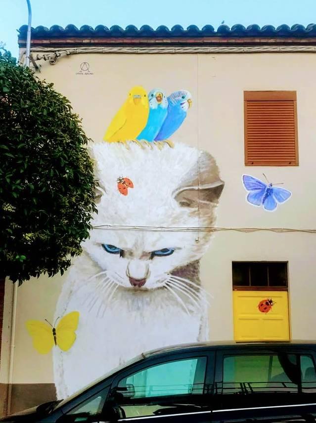 Alfarràs omple les façanes del poble de murals durant la Festa Major de Sant Pere