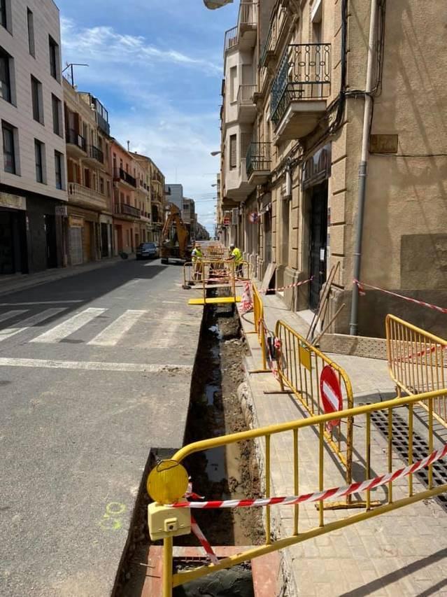 Almacelles reforma prop de 100 metres de vorera del tram central del carrer Major