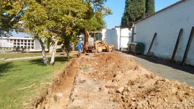 Almacelles treballa per fer futures ampliacions al cementiri