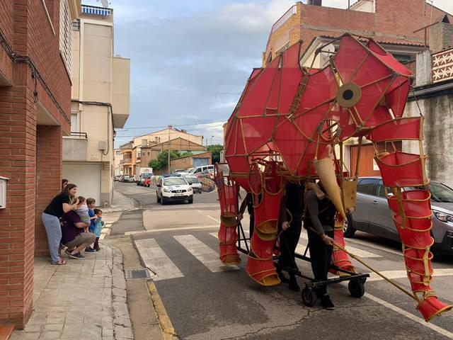 Alpicat celebra la Festa de Sant Isidre amb la cercavila confinada de l'elefant Hathi