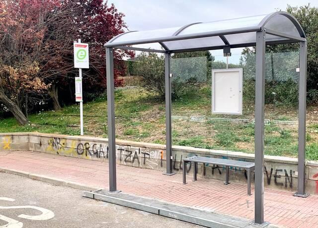 Alpicat instal·la marquesines a les parades de bus del nucli urbà