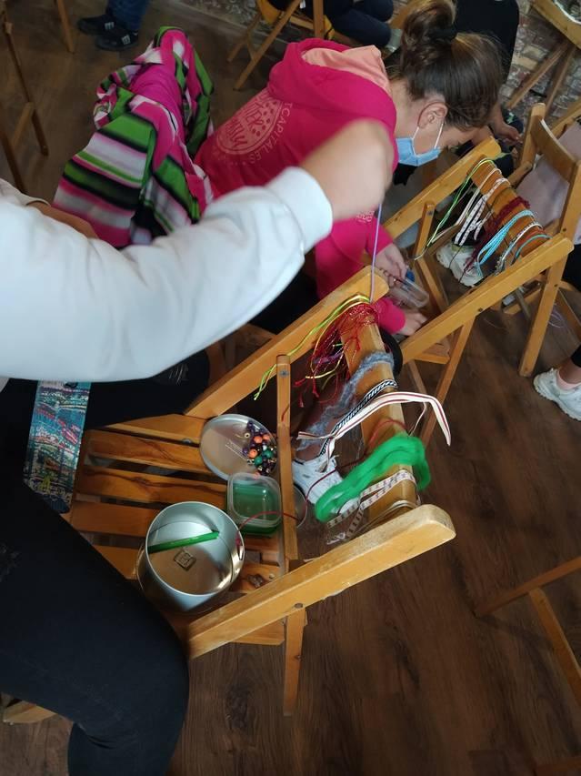 Alumnes de l'escola de Gimenells participen en el taller tèxtil del projecte