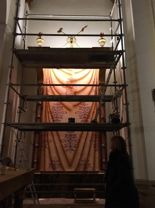 Comença la restauració de l'altar del Sant Crist de l'església de Sant Antolí
