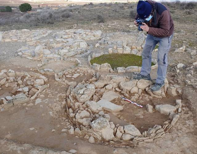 Consoliden i restauren la necròpolis de les Roques de Sant Formatge de Seròs, que daten de fa més de 27 segles