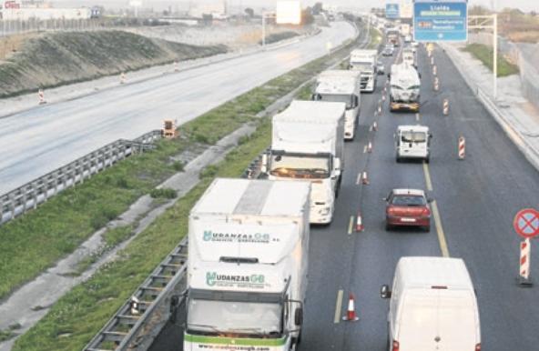 Cues de fins a 8 km per obres que connecten l'autovia a Aran amb l'A-2