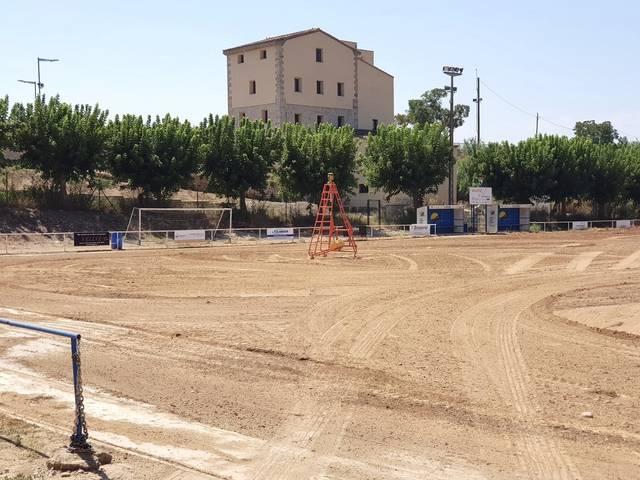 El camp de futbol de Torres de Segre estrenarà gespa, porteries i reg per aspersió