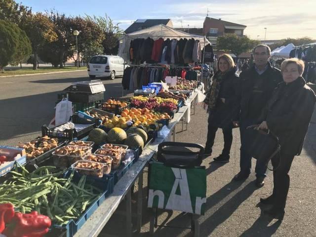 El mercat setmanal d'Aitona estrena la seva nova ubicació a la plaça del Pavelló Poliesportiu