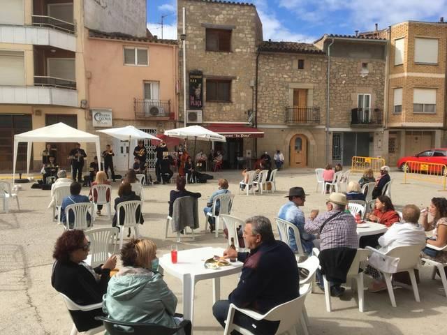 """El projecte """"Cobles a la fresca"""" del Consell Comarcal del Segrià clou amb un doble concert"""