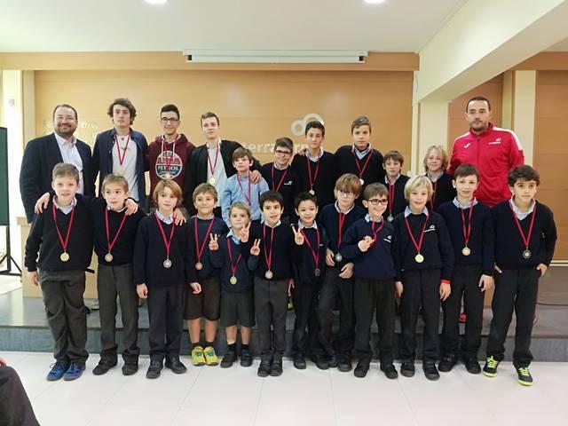 El Terraferma entrega les medalles de la Cursa Solidària