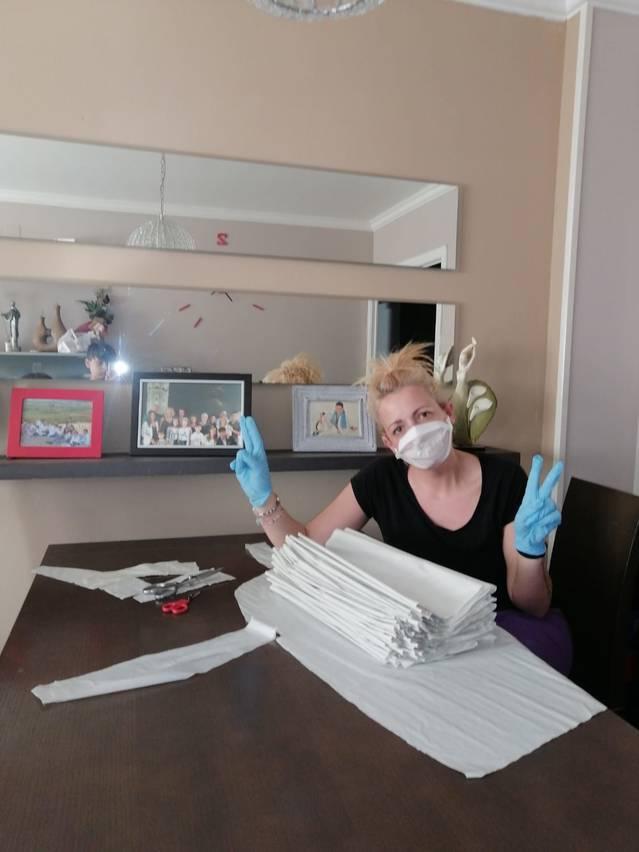 Els aitonencs s'organitzen per a elaborar mascaretes i davantals de protecció per al coronavirus