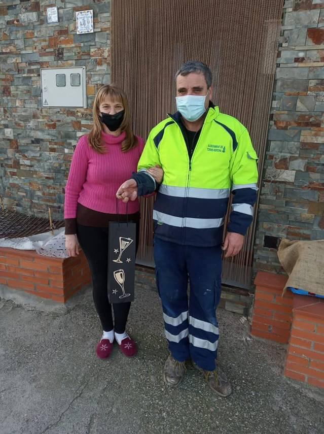 Els ajuntaments de Torre-serona i Aitona regalen una ampolla de cava a veïns i veïnes per a celebrar el Nou Any