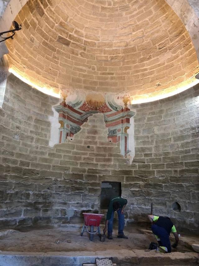 Els treballs de restauració de les pintures murals de Sant Joan de Carratalà encaren la seva fase final