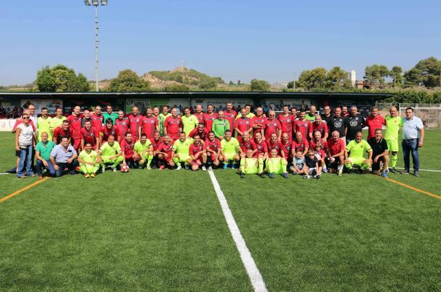 Els Veterans d'Alpicat i l'Agrupació Barça Jugadors estrenen la nova gespa artificial del Camp Municipal