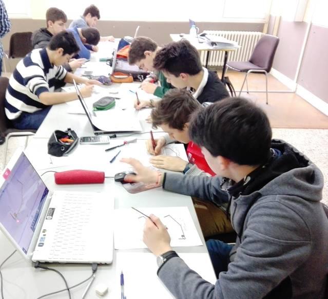 Estudiants de batxillerat del Terraferma treballen amb simuladors de la Universitat de Colorado