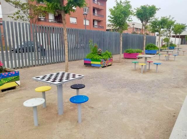 Jocs de taula al pati de l'escola Carrassumada de Torres de Segre