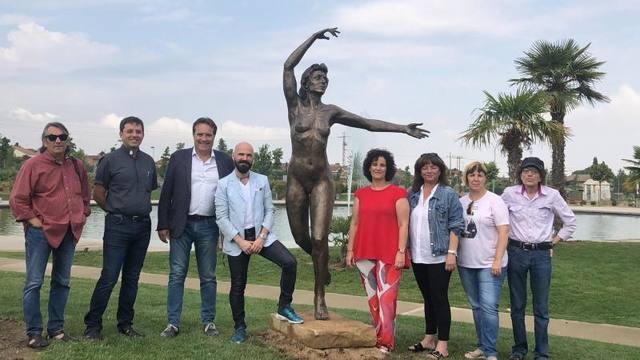 Jorge Egea regala a Almacelles l'obra que exposava al Parc Escultòric