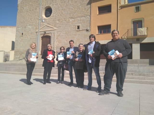 Josep Ibarz entrega els beneficis del seu llibre Desencaixats a diferents entitats