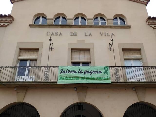 La Junta Electoral insta l'Ajuntament de Seròs a retirar estelades i llaços grocs dels edificis públics