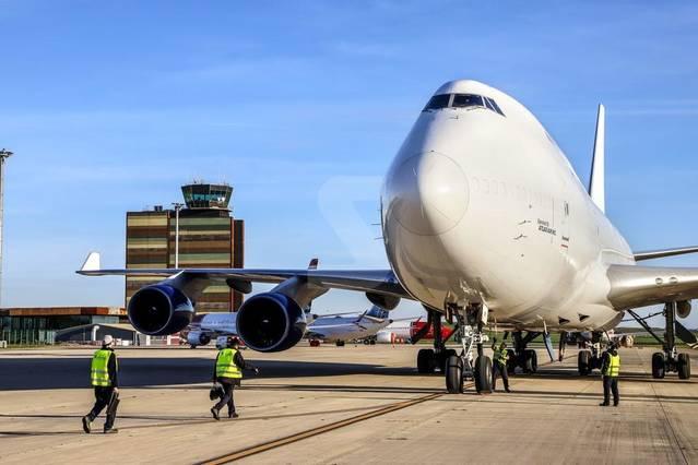 L'aeroport d'Alguaire rep els primers dos-cents esquiadors suecs i un segon Boeing 747