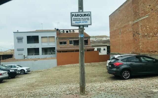 L'Ajuntament d'Alguaire converteix solars urbans en aparcaments públics i gratuïts