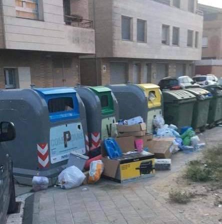 L'Ajuntament d'Almacelles fa una crida al civisme davant l'acumulació de deixalles al voltant dels contenidors