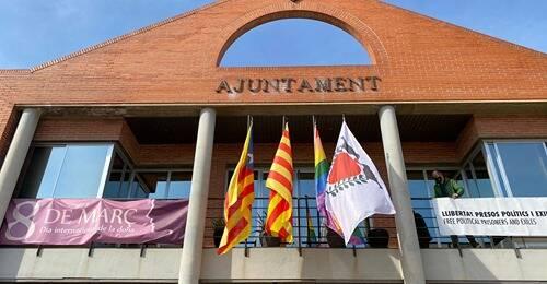 L'Ajuntament de Corbins torna a posar els símbols independentistes que la Junta Electoral va obligar a retirar