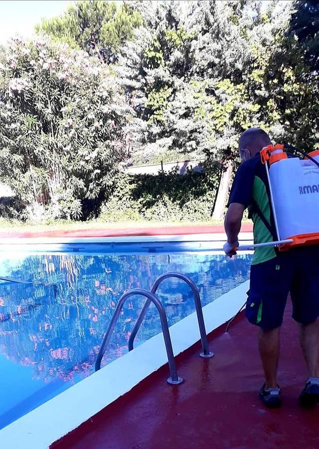 L'Ajuntament de La Granja d'Escarp incrementa la desinfecció del recinte de les piscines, que manté obert