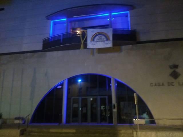 L'Ajuntament de Rosselló es vesteix de blau en agraïment als sanitaris