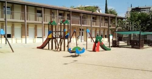 L'Ajuntament de Rosselló fa dos portes més a l'escola del poble per evitar aglomeracions d'alumnes