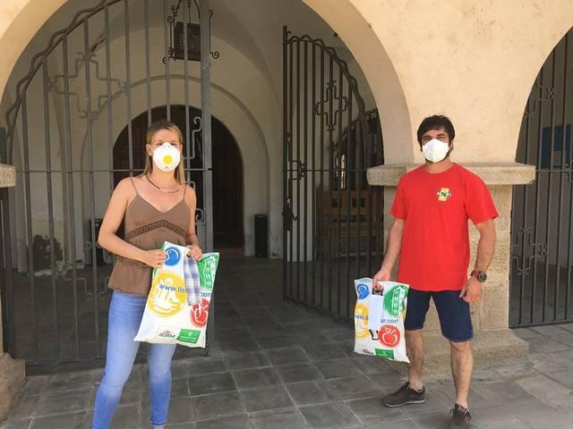 L'Ajuntament de Seròs dota amb més de 1.000 mascaretes i 100 pots de gel hidroalcohòlic els comerços locals per garantir la seva reobertura
