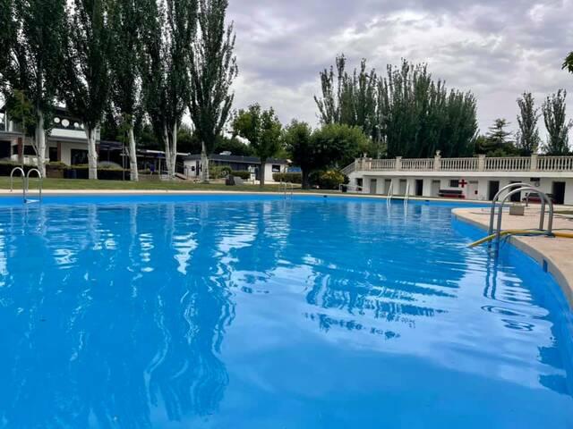 L'alcalde d'Almacelles encarrega un estudi per abaratir el preu de l'entrada a les piscines, que reconeix car