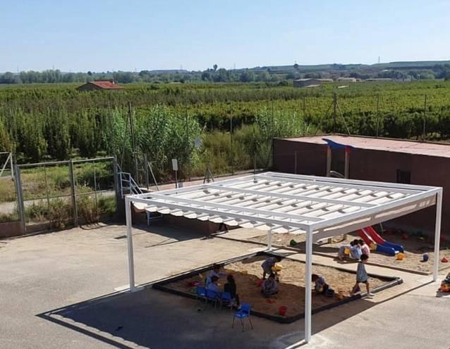 L'Escola Francesc Feliu es dota amb una nova pèrgola i il·luminació led