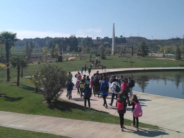 Més d'un centenar d'escolars visiten el parc escultòric d'Almacelles
