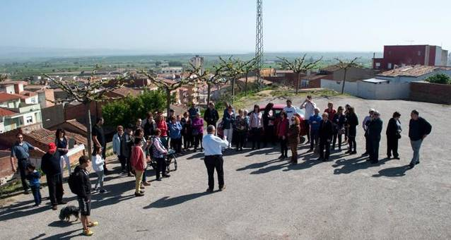 Mig centenar de persones en una caminada per descobrir el patrimoni d'Alguaire