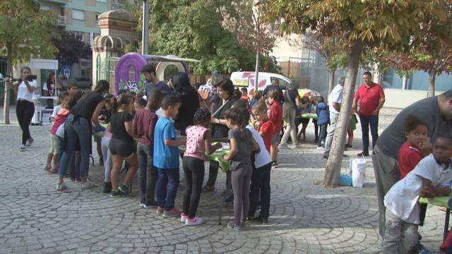 Nenes i nens de 30 escoles diferents omplen el Teatre de l'Escorxador i gaudeixen d'un matí de teatre i cuina amb la Pera de Lleida i la Producció Integrada