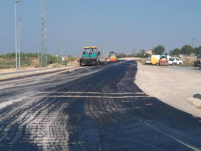 Obres de pavimentació al C/Binèfar i la rotonda del Canal d'Aragó i Catalunya d'Almacelles