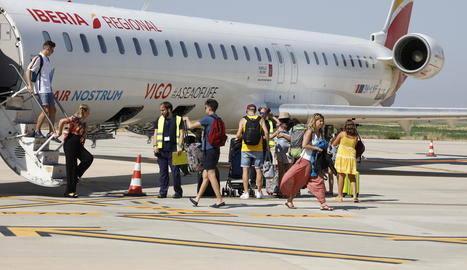Primers 130 viatgers de les Balears a Alguaire, que s'equipa per atendre'ls