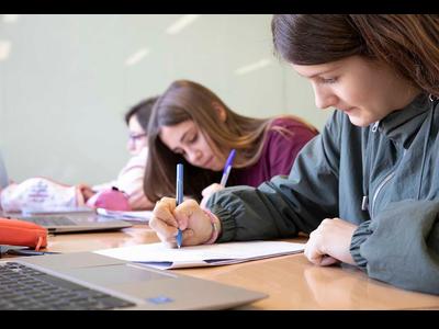 Prop de 80.000 alumnes faran, entre avui i demà, les proves d'avaluació de 4t d'ESO