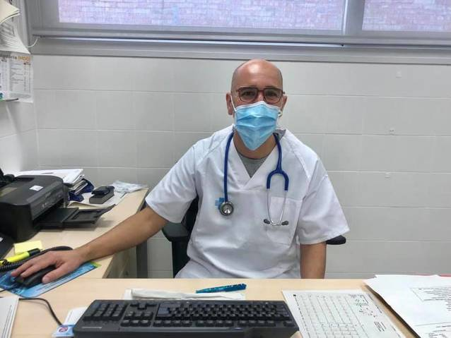 Relleu de metges i infermera al consultori de Torres de Segre