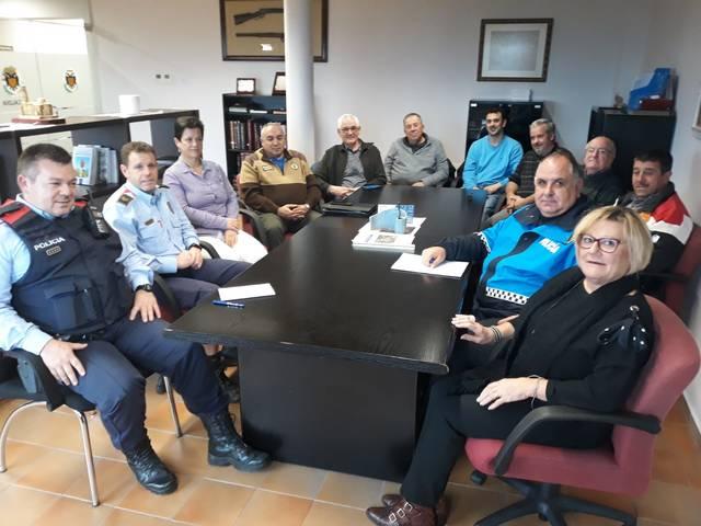 Reunió de l'Ajuntament i el grup de vigilància d'Almenar amb els Mossos d'Esquadra