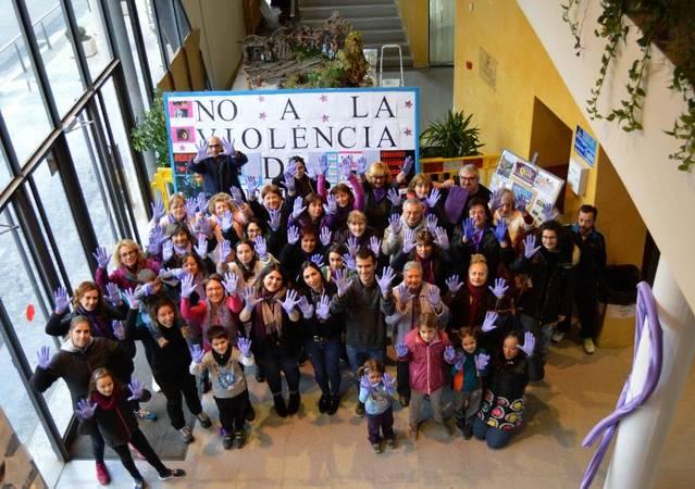 Rosselló es manifesta en contra de la violència envers les dones