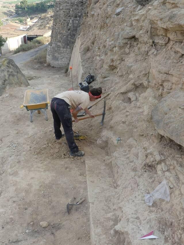 Surten a la superfície les primeres troballes arqueològiques a l'entorn del Castell d'Aitona