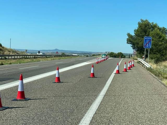 Tanquen i reobren en hores l'accés a Alcarràs per l'autovia A2 per les protestes de l'alcalde