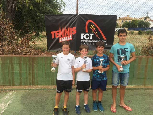 Tres títols i dos finalistes per al Tennis Lleida al circuit juvenil d'estiu de Calafell