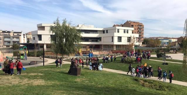 Un any més, prop de 150 alumnes de primària d'Almacelles i Alpicat celebren l'activitat Apadrina un Monument