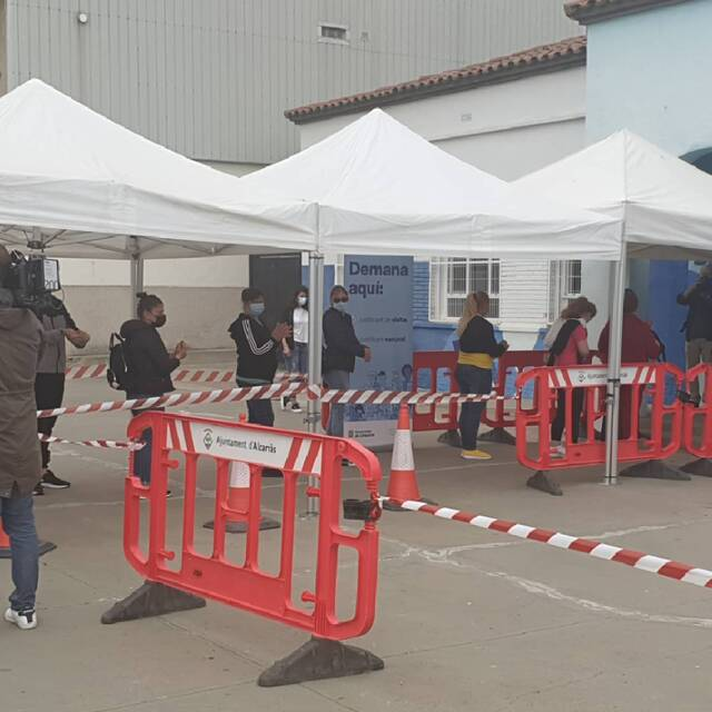 Vacunen avui a Alcarràs a 400 treballadors de la fruita